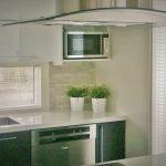 Sälekaihdin valkoinen keittiö